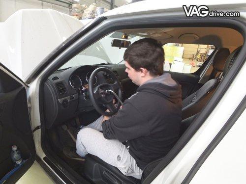 6_Skoda_Yeti_cruise_control_multi_steeringwheel.jpg