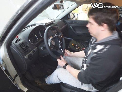 11_Skoda_Yeti_cruise_control_multi_steeringwheel.jpg