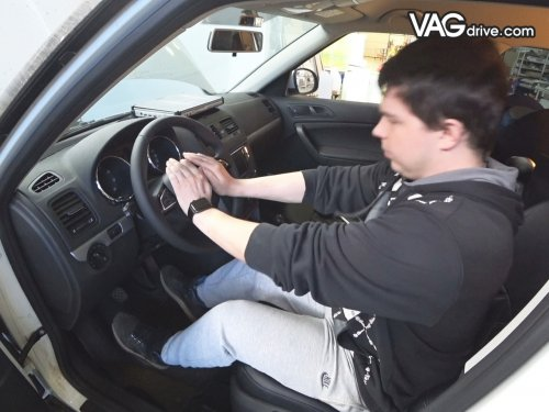 13_Skoda_Yeti_cruise_control_multi_steeringwheel.jpg