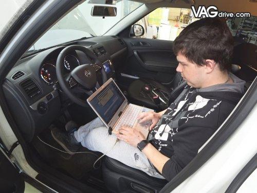 14_Skoda_Yeti_cruise_control_multi_steeringwheel.jpg