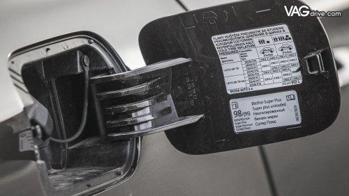 Skoda-Superb-открытый-люк-бензобака.jpg