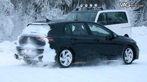 hot-hatch-volkswagen-golf-gti-will-be-presented-in-march-1.jpg